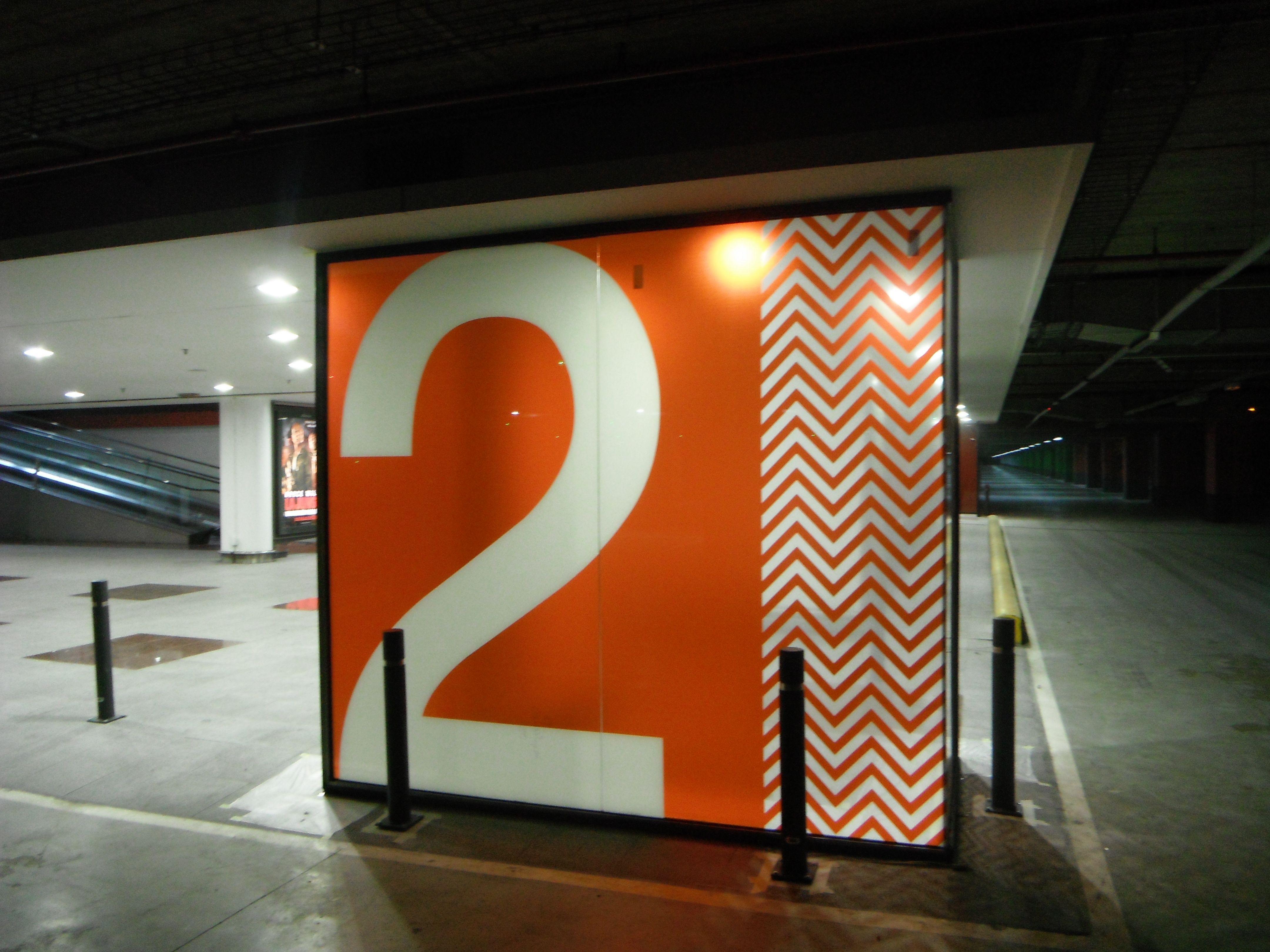 Rotulaci n de vinilos en cristales parking la maquinista for La maquinista parking