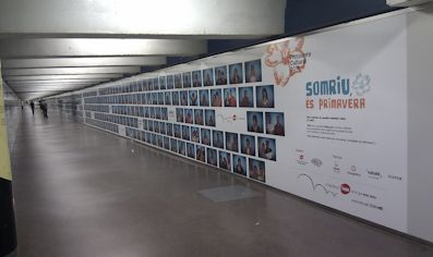 Producción e instalación de vinilo gran formato para acción en el Metro