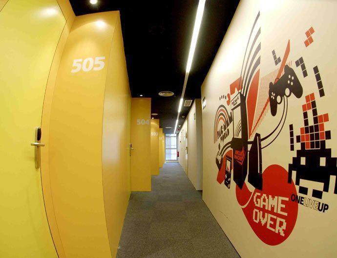 Decoración de pasillo con pvc forex impreso directo