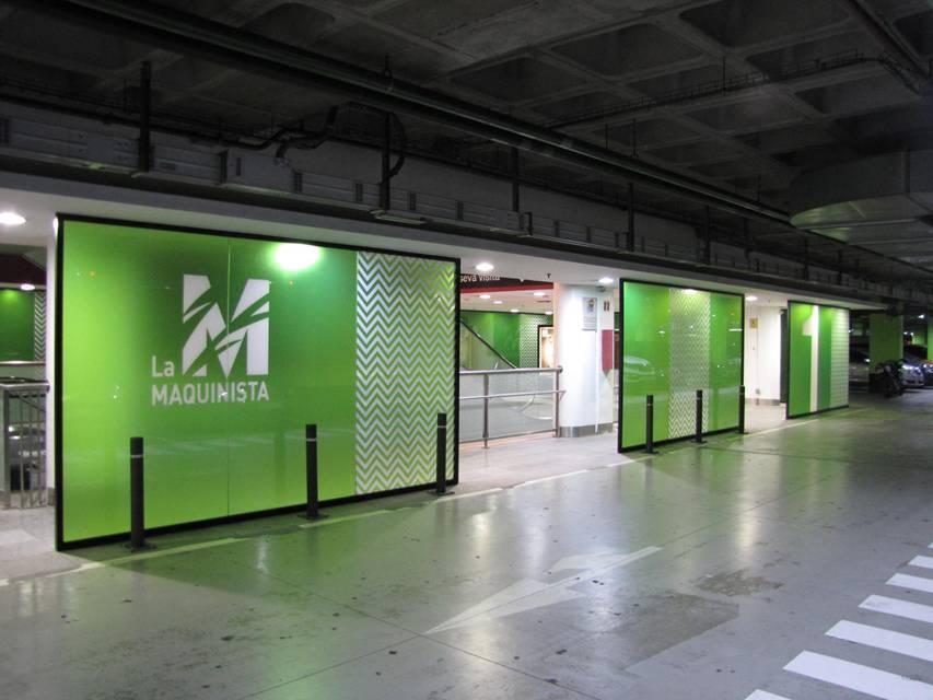 - Vinilos transparentes impresos e instalados en parking
