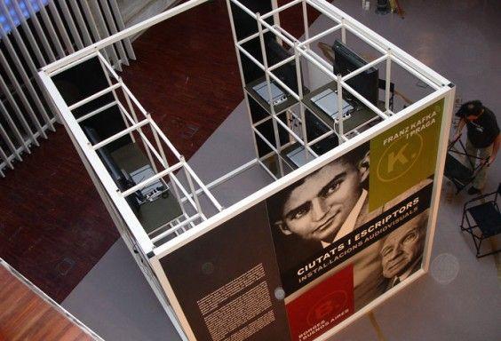 Totem impreso para la exposición _Ciutats i escriptors_