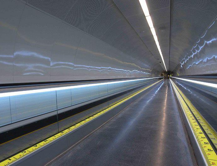 Vinilo impreso laminado suelo y aplicado en estaciones de Metro