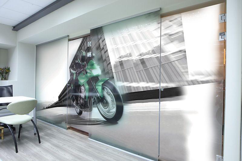 Impresión digital de gran formato sobre vidrio Diseño de interiores Comunicación visual