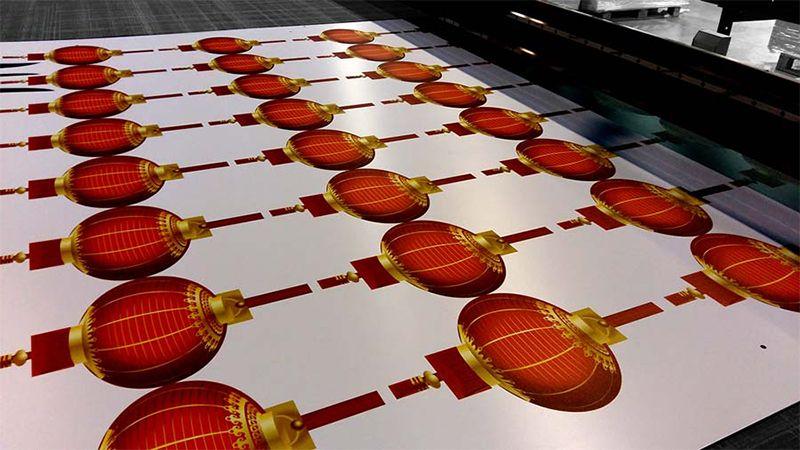 Instalación gráfica Vinilo impreso Cartón nido de abeja